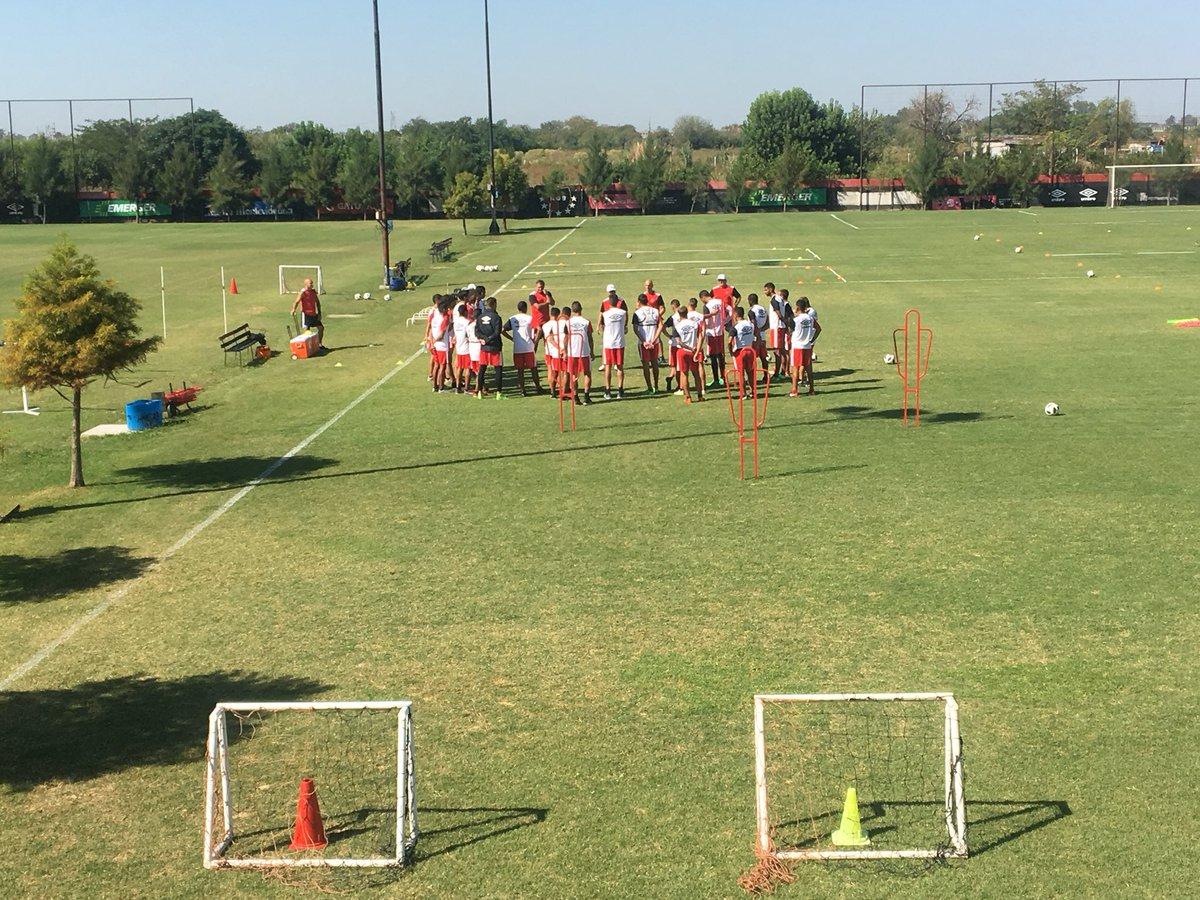 ¡Vuelta al trabajo! 💪🏼🔴⚫️  #Newells ya entrena pensando en el partido del sábado con Argentinos Juniors.