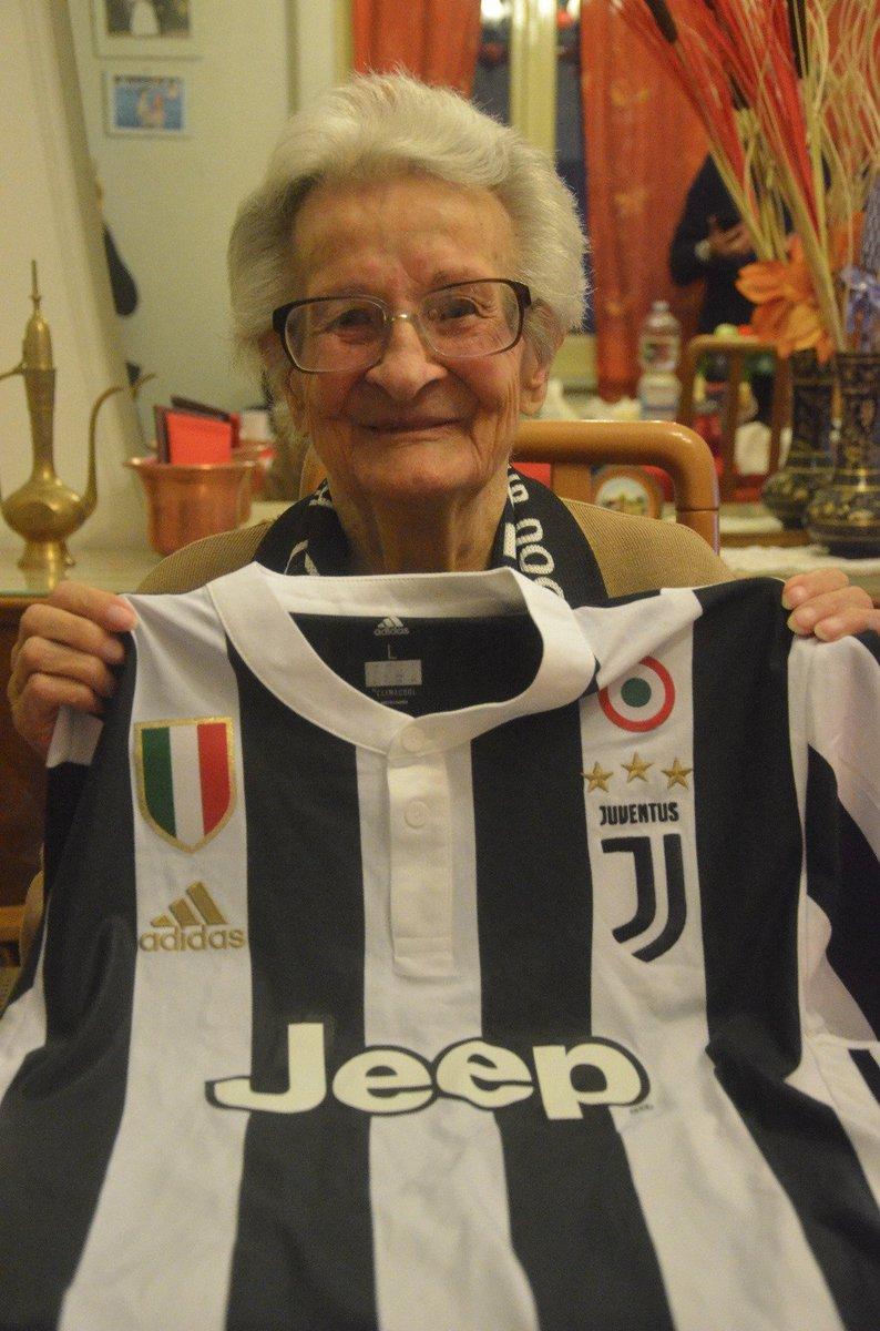 Tanti auguri alla signora Giovina, la più anziana socia Juventus Official Fan Club d'Italia, proveniente dal Club Valle del Liri, che ha spento 1️⃣0️⃣1️⃣ candeline! 🎉🎂  https://t.co/0euURbiWlf
