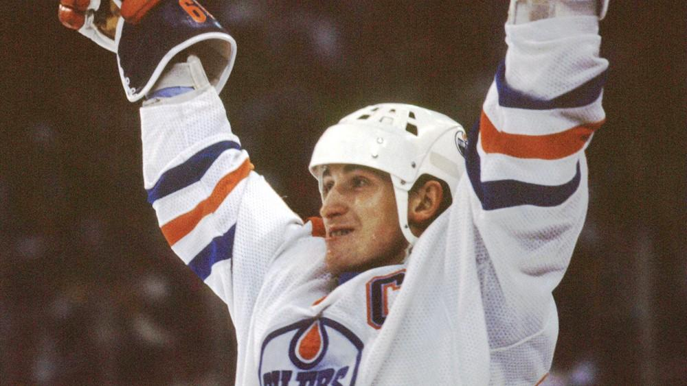 THIS DATE IN 1984: Wayne Gretzky reached 900 career NHL points in just his 385th game. More TDIH: atnhl.com/2FFmakC