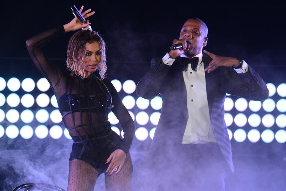 Beyoncé et Jay-Z rendent à nouveau hommage à l'Afrique, sans y donner de concert https://t.co/t1svDCu4m5