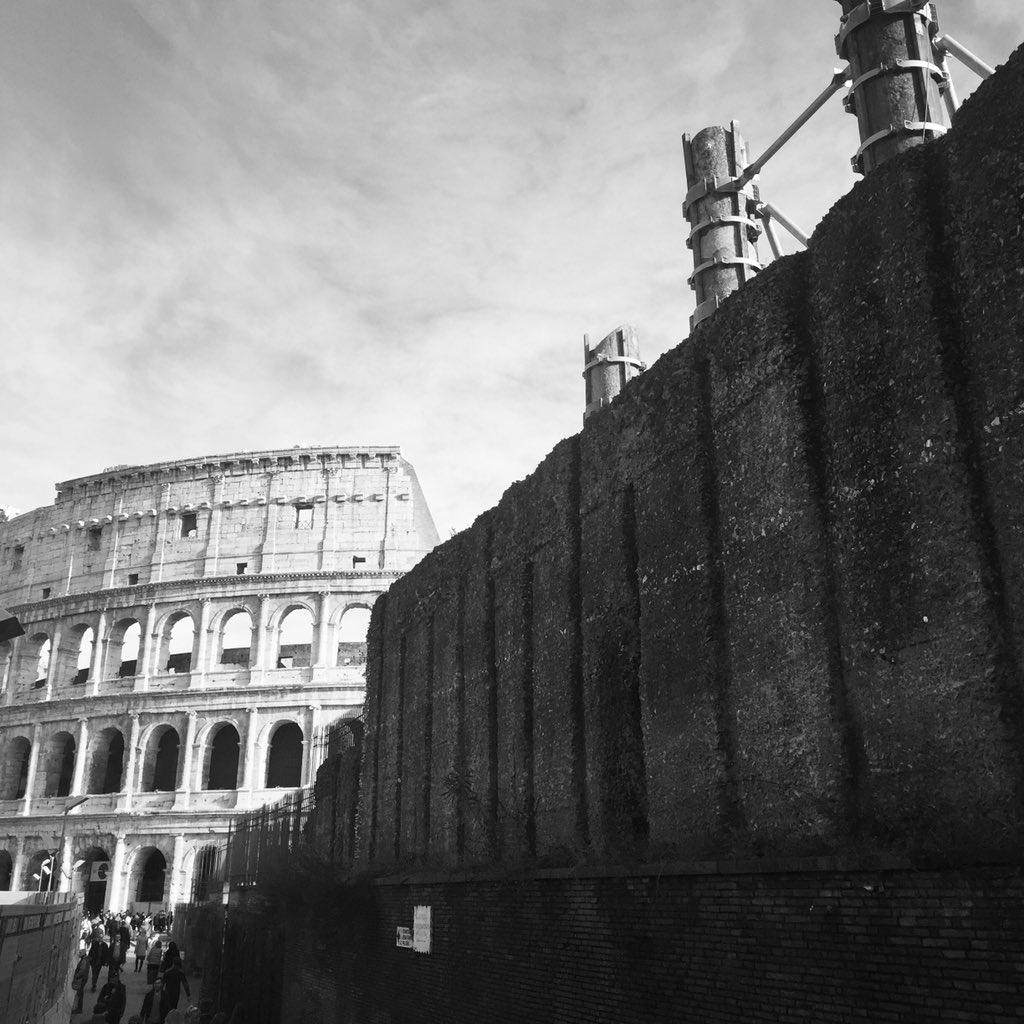 2000 anni fa costruivano il Colosseo, oggi non riescono nemmeno a chiudere le buche nelle strade  #uominiedonne #NCT127_TOUCH #FantasticBeasts #Tillerson #NOBARRIERS #disoccupazione #CondiVivi #opencrpiemonte #LuigiDiMaio #tagadala7 #CagliariQuindio #voragine  - Ukustom