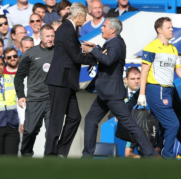 Mourinho : I asked for Alexis Sanchez, u gave me Alicia Keys Wenger :Pipe down Mou, your club once gave me Danny Welbeck... 😁😁😁