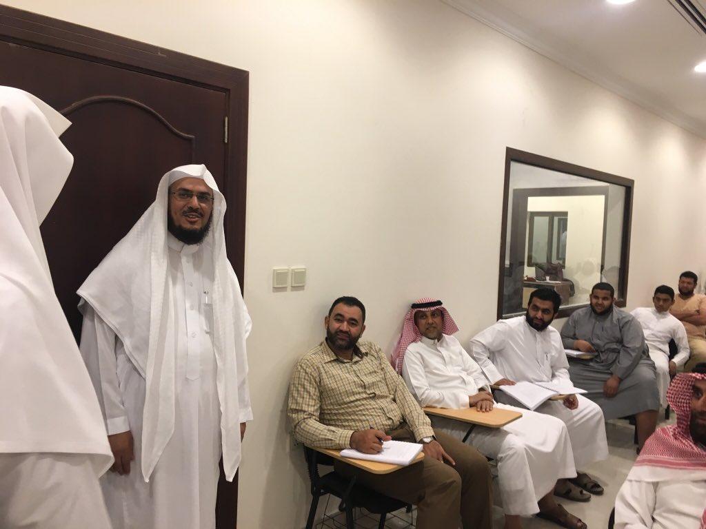 زيارة الشيخ الدكتور عبدالرحمن لمدرسة الش...