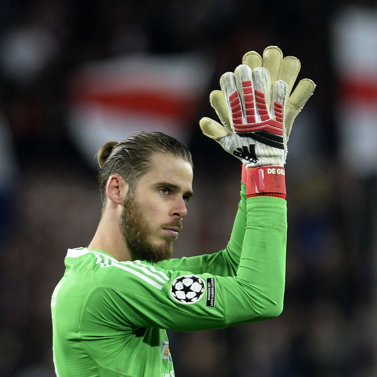 20 - David de Gea has saved 20/21 opposition shots that hes faced in the Champions League this season. He has only conceded one goal but Opta xG data suggests that the average goalkeeper would have conceded five goals from these shots. Superhuman. #MUNSEV