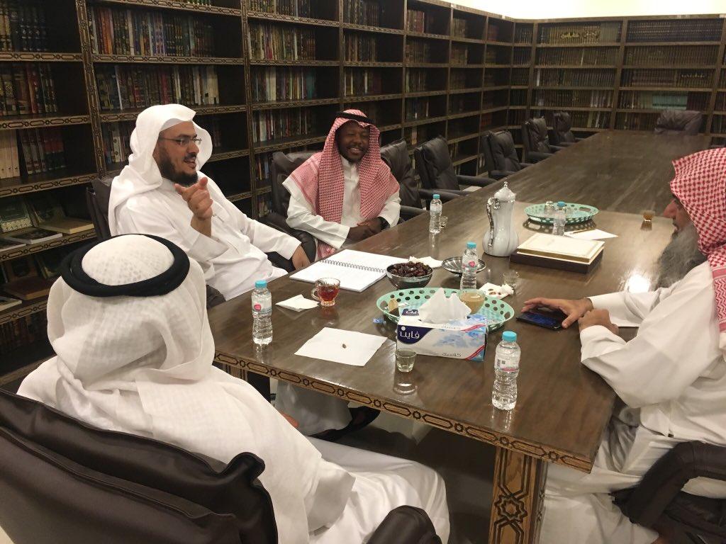 اجتماع الشيخ بإدارة المركز https://t.co/...