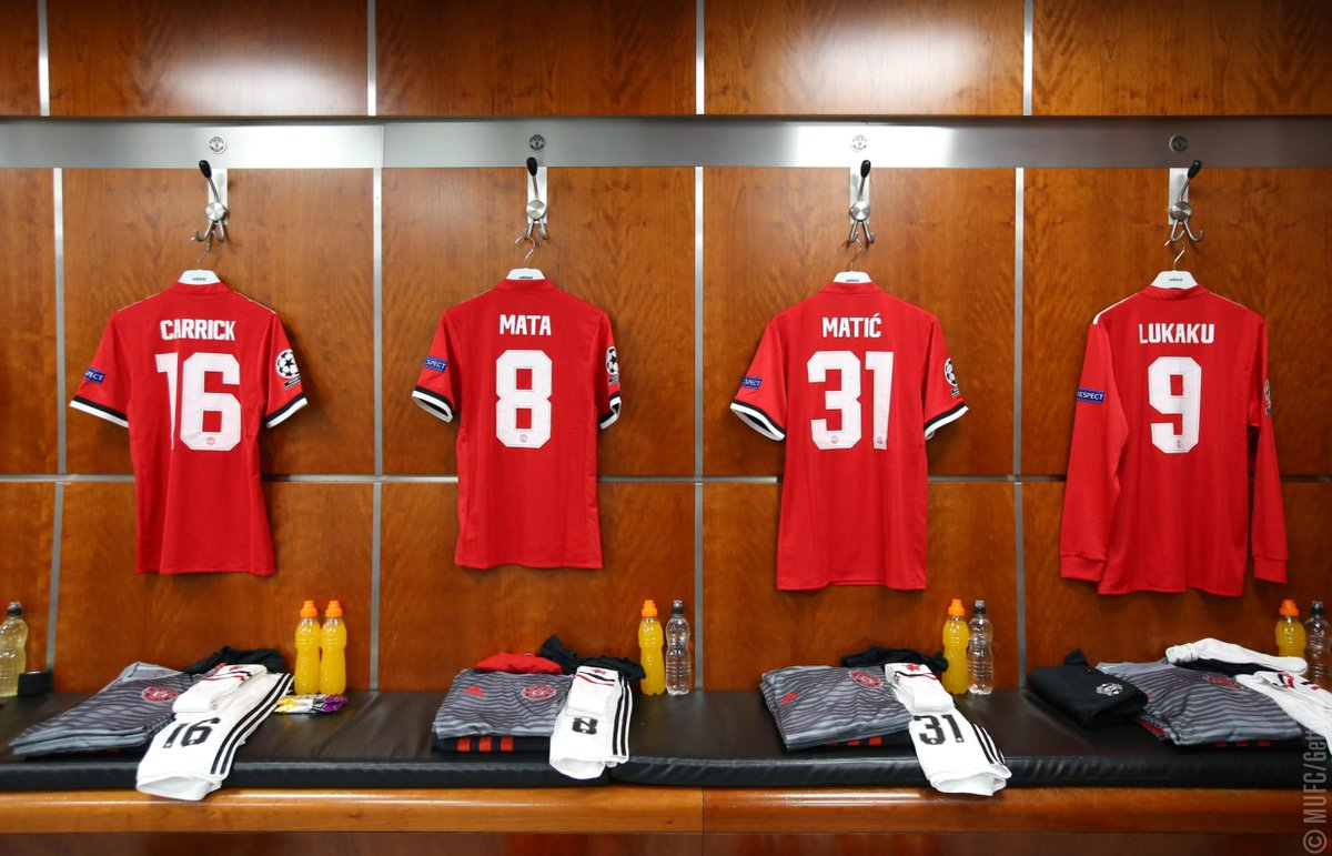 Manchester United On Twitter Take A Peek Inside Mufc S Dressing Room