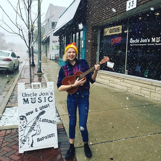 It's a great day to play the #ukulele!  #baritoneukulele #bestmont  http:// ift.tt/2p9iOQW    <br>http://pic.twitter.com/rBE45hz38i