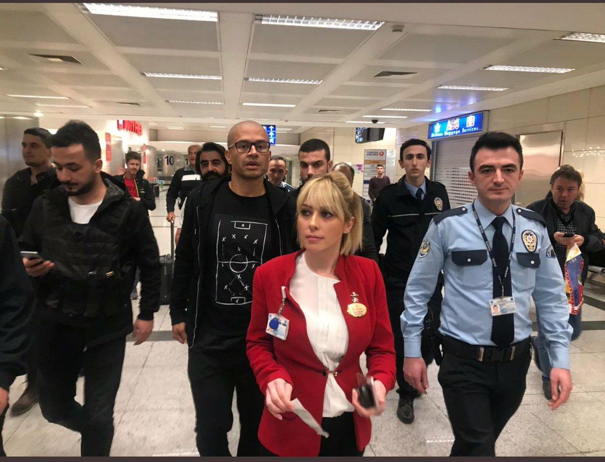 Sümeyye Karagül 🐼's photo on Alex de Souza İstanbul