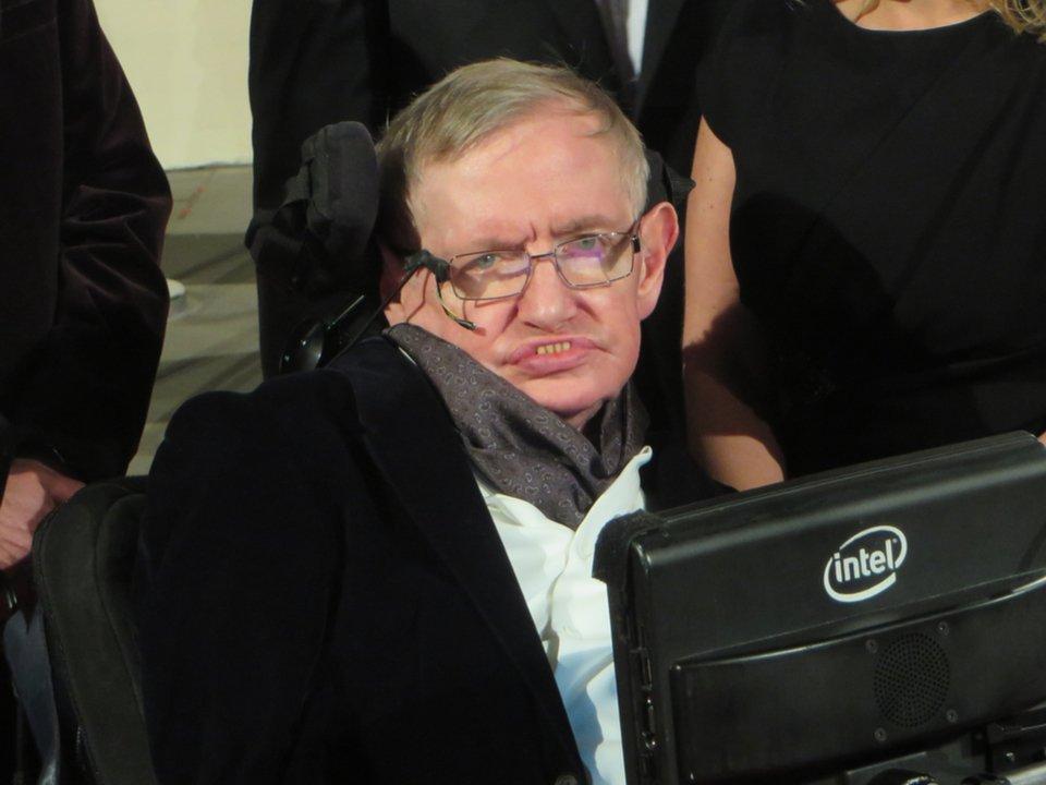 車椅子の物理学者、スティーブン・ホーキング博士が亡くなる #ニュース #サイエンス #人物 https://t.co/rDpDAie4Qh
