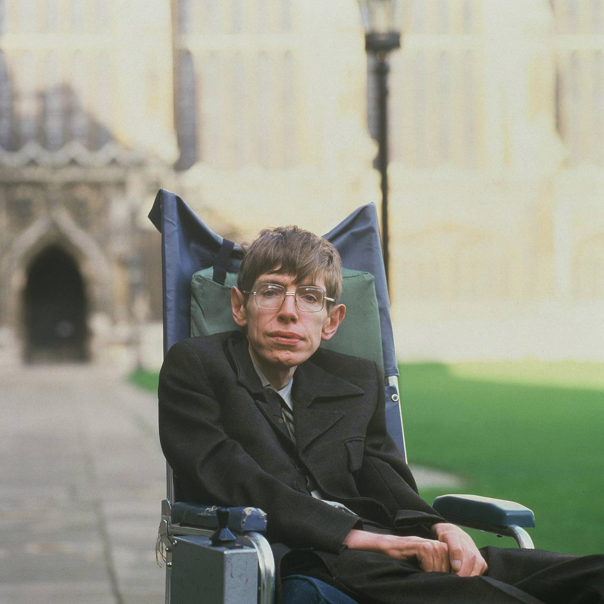 Look up at the stars and not down at your feet. Try to make sense of what you see, and wonder about what makes the universe exist. Be curious. — Stephen Hawking #RIP