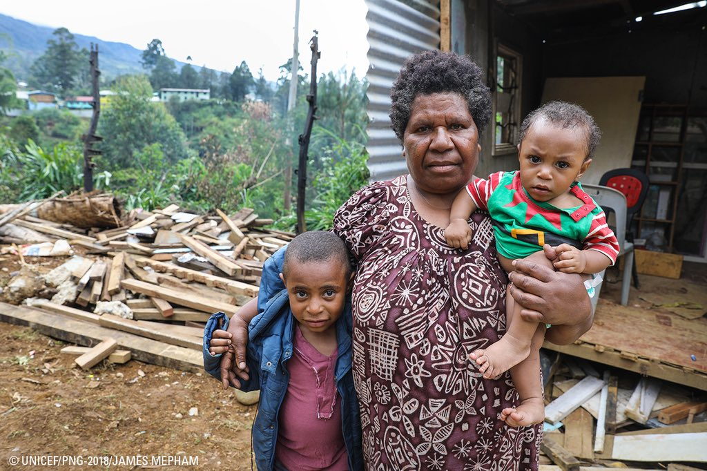 This family and their neighbours were lucky to escape when #PNGearthquake collapsed their homes and forced two boys to leap from their bedroom window. #UNICEF is working to set up safe spaces where children can get psychosocial care to recover from profound stress. #PNG