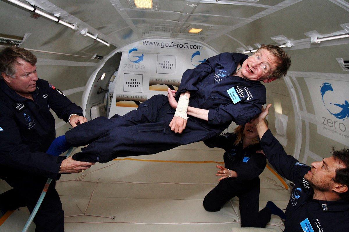 """""""Non sarebbe un granché come universo se non fosse la casa delle persone che amiamo"""" #StephenHawking è morto oggi a 76 anni.  Fu """"la stella più brillante della cosmologia moderna"""", ha scritto oggi The Guardian"""
