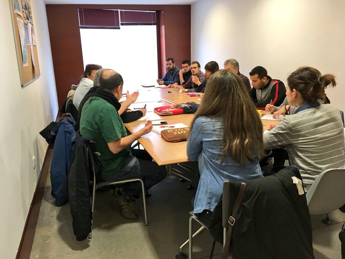 Preparando con muchísimas ganas la I Jornada #QuiéreTMucho que tendrá lugar el próximo 11 de abril y donde contaremos qué actividades hacemos en el Programa @QuiereTMucho , y las chicas y chicos del programa de Vallecas nos enseñarán todo su #arte 💃💃💃👏🏼👏🏼👏🏼