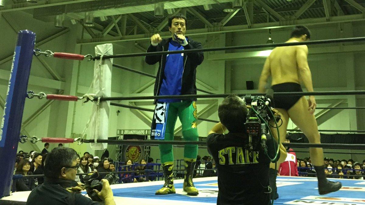 施術からの静岡移動して解説。 今日は2回戦、NJPWorldライブ配信してます。...