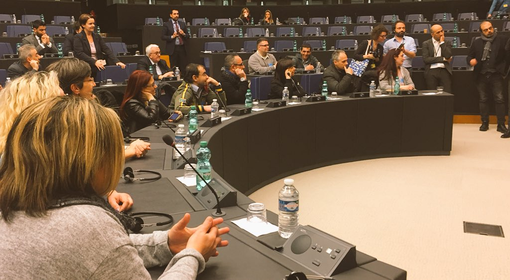 Promessa mantenuta!@OperaiEmbraco a #Strasburgo per partecipare ai lavori in aula sul loro futuro #occupazione #nodumping #Lavoro @PPE_IT @Europarl_IT @forza_italia @EP_President  - Ukustom