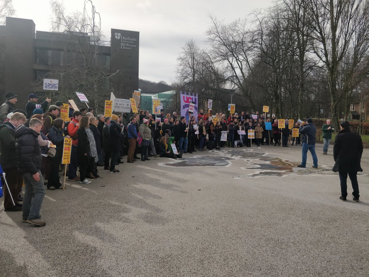 Todays @ucuatdurham picketing at @durham_uni, with leaflets explaining to students why we rejected the deal. Doesnt look like well run out of steam any time soon, but still looking forward to a reasonable offer, @UniversitiesUK .... #USSstrike #StrikeForUSS #NoCapitulation