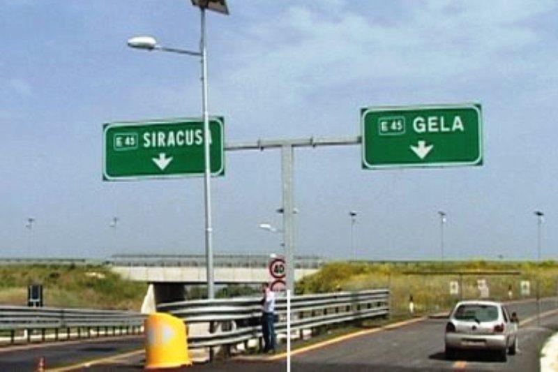 #news Autostrada Siracusa-Gela, sei arrestati per presunti appalti truccati di Sicilianews24  https:// www.mezzaparola.org/autostrada-siracusa-gela-sei-arrestati-per-presunti-appalti-truccati/  - Ukustom