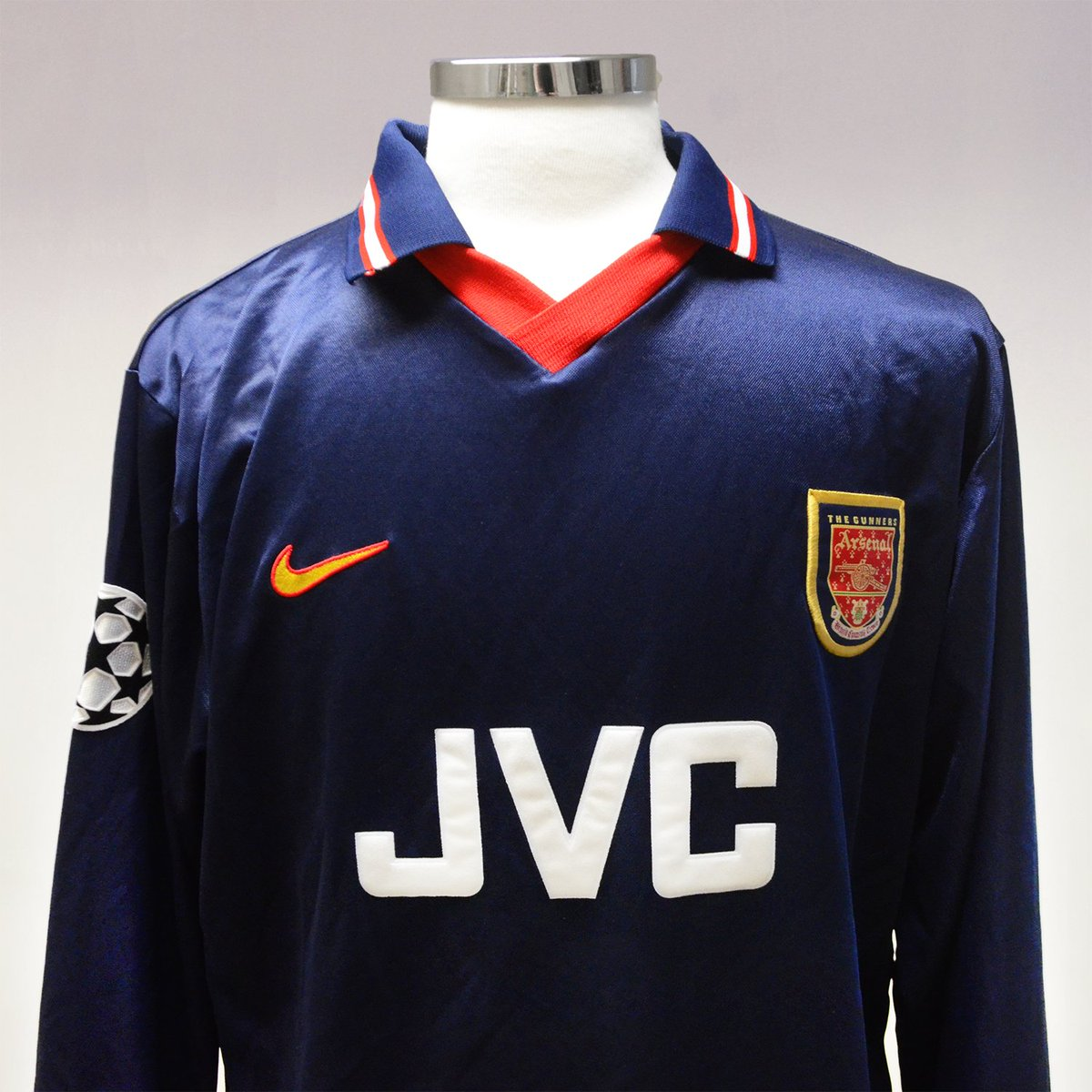 timeless design d33ae bc2e1 Classic Football Shirts on Twitter:
