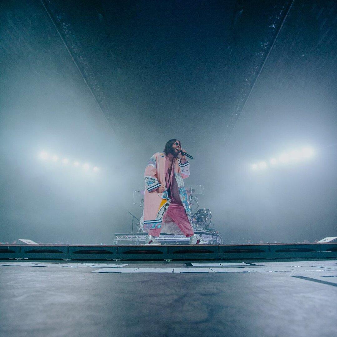 Thirty Seconds To Mars: il #MonolithTour è ufficialmente partito!  Ci vediamo venerdì 16 al Palalottomatica di Roma e sabato 17 all'Unipol Arena di Bologna ✌️  Ultimi biglietti su > bit.ly/30seconds_2018 🎟