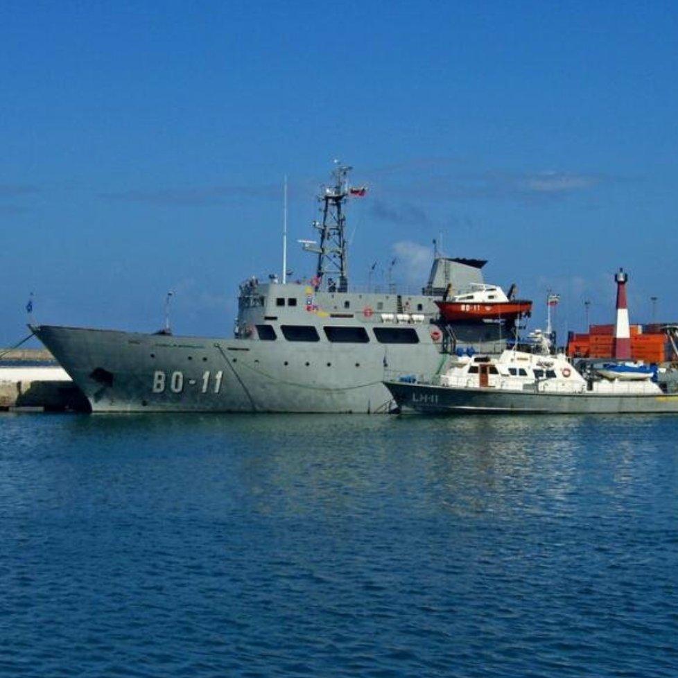Escuadrón de buques anfibios y servicios - Página 25 DYQi5--W0AAnuaF