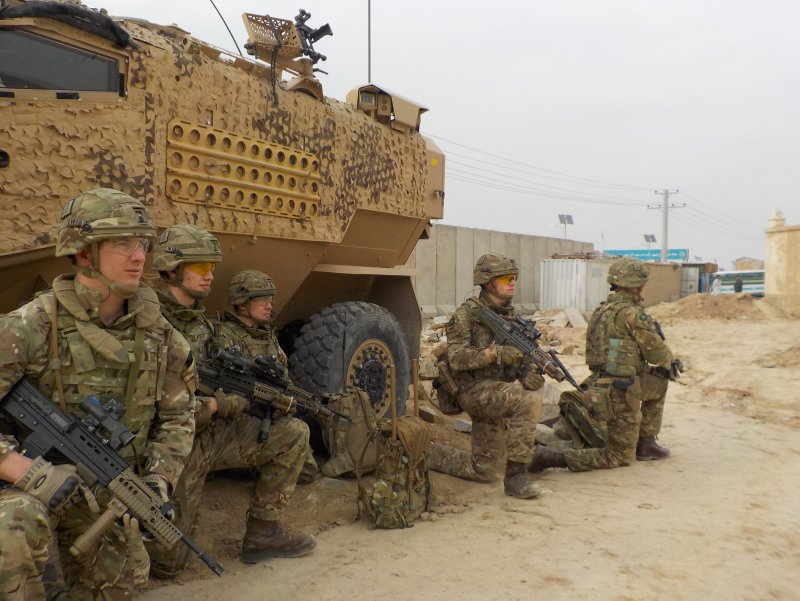 .@YORKS_REGT conduct a training demonstration with our coalition partners, the @USArmy, as part of our strong contribution to the @NATO mission in #Afghanistan. @BritishArmy @ResoluteSupport