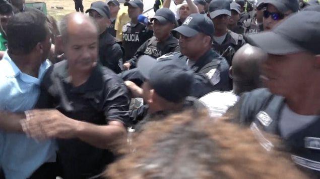 Se registran nuevos enfrentamientos durante manifestaciones en Calle 16 en Colón https://t.co/iyZDiW5mFh #Panamá https://t.co/faA2S9J3UY