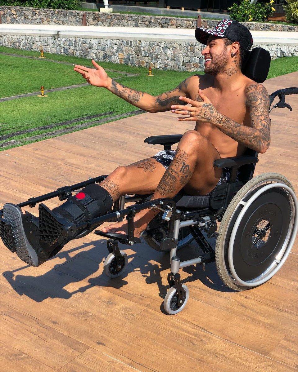 Você tem que ter uma atitude positiva e tirar o melhor da situação na qual se encontra.  Stephen Hawking