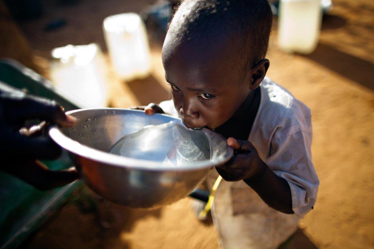 El mundo afronta una crisis del agua. Por ejemplo, 2.000 millones de personas todavía no tienen acceso a agua potable.  Líderes mundiales llamaron a la acción urgente para resolverla: https://t.co/AsUBKMDu9o  #ValorenElAgua #CadaGotaCuenta 💧 #ObjetivosMundiales