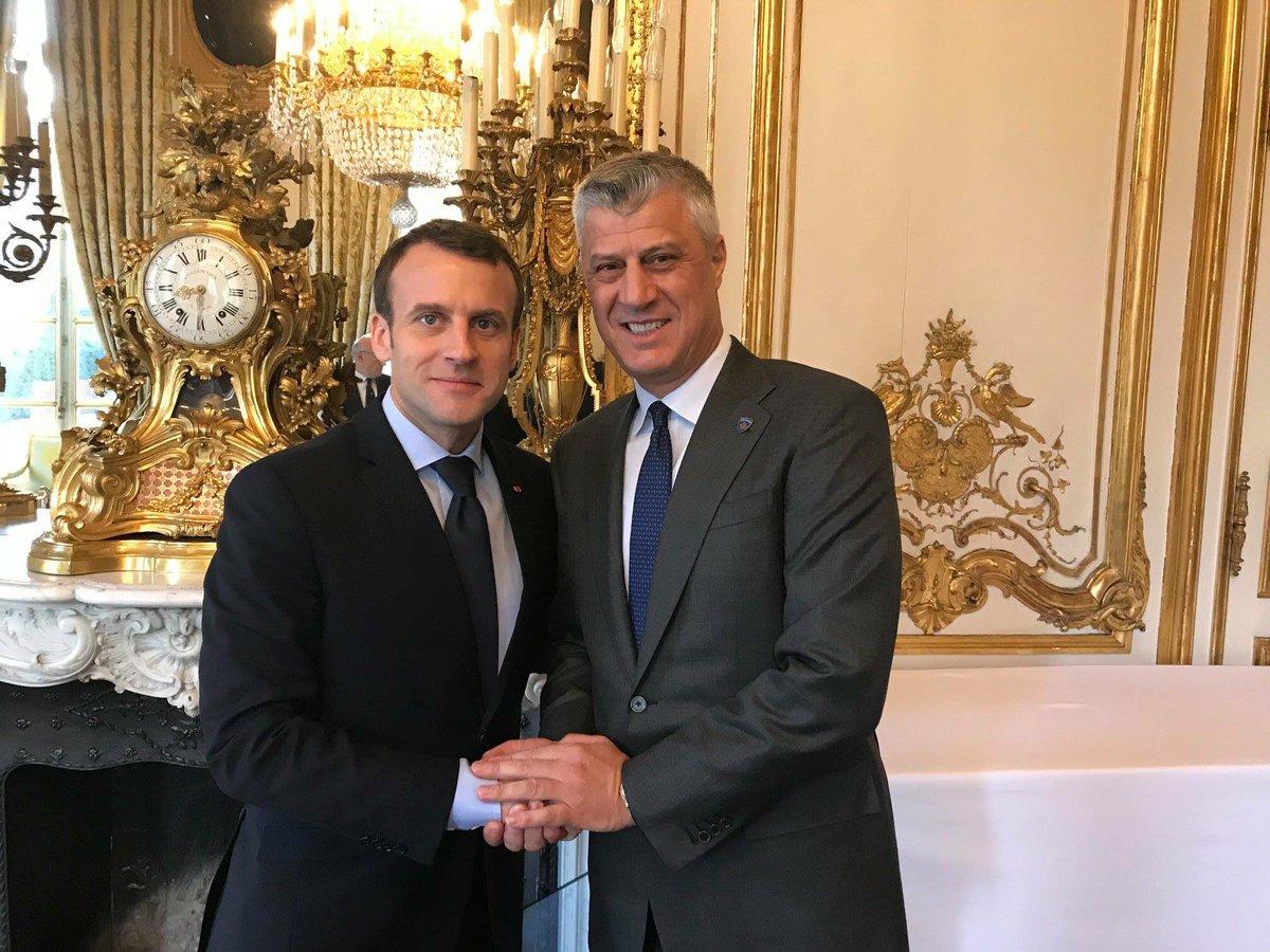 Emmanuel St-Macron, la béatification... - Page 10 DYRrWvtWAAIP2EV