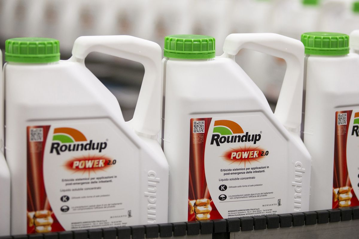 roundup and monsanto Bayer ag unit monsanto on tuesday asked a california judge to throw out a us$289 million (nz$436 million) jury verdict awarded to a man who alleged the.