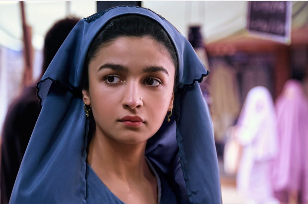 .@aliaa08 shares pictures from the 25th day of shoot of her film #Raazi as she turns 25 today. https://t.co/FGDuBK2FeH