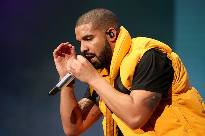 Over 500,000 people have tuned in to watch Drake play Fortnite, smashing Twitch's record. https://t.co/Citr99dB1B https://t.co/LwN9ZuTyzb