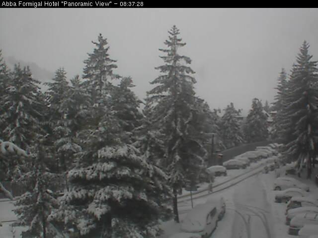 Otra nevada mas en Formigal. 262mm en la urbanización estos primeros 15 días de Marzo. Arriba hay muchísima nieve.