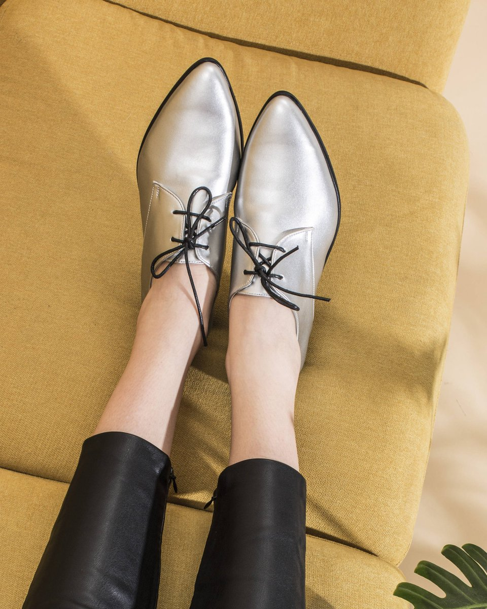 We all need a pair of silver oxfords. 👌...