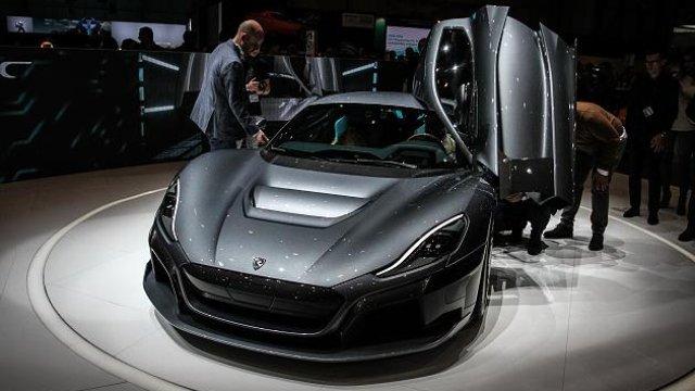 Schneller als Tesla: E-Sportwagen Rimac C_Two ist nicht zu schlagen https://t.co/kV3xdR1PIg
