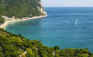 Enchantment on the Conero Riviera via @Italia goo.gl/QJcPdi #travel #Marche #Italy #beautyfromitaly