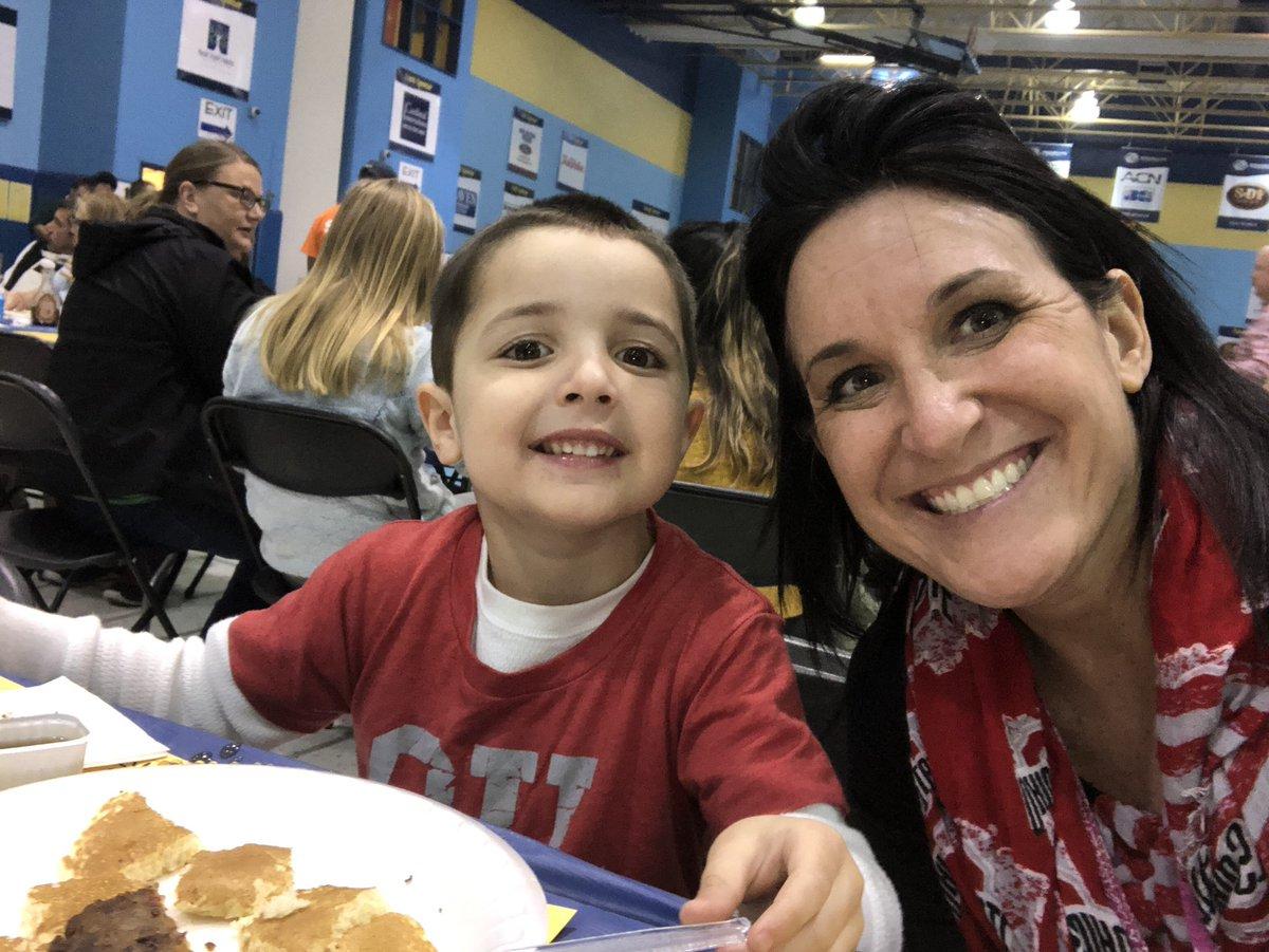 Pancakes for dinner @BGClubCab #PancakeDay <br>http://pic.twitter.com/gygjnIIIlq