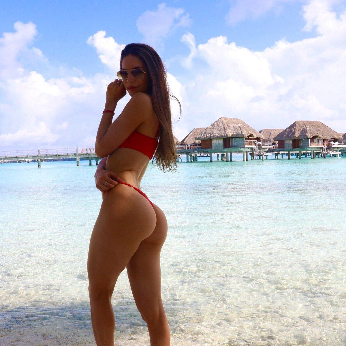 obtyazhku-porno-foto-dzhen-selter-v-bikini-smeshnoe-porno