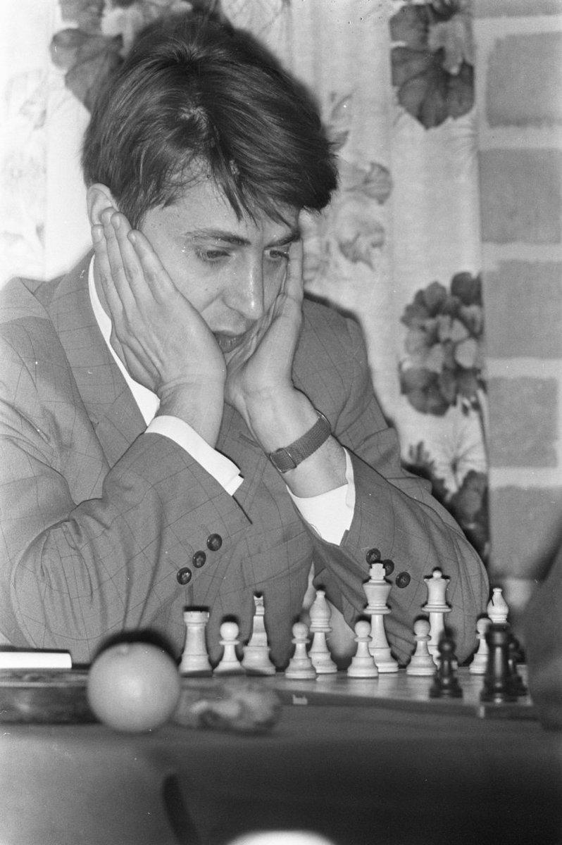Grandmaster Vladimir Savon (1940-2005), pictured at Wijk aan Zee, 17th January 1972. Savon was reigning Soviet champion, having comfortably won the 39th USSR-ch (Leningrad, 1971) ahead of Smyslov, Tal, Karpov, Stein... (Photo source: gahetna.nl.) #chess