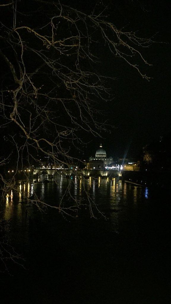 Attraversando #ponteumberto1 per raggiungere #RomeIsUs per la nostra cena e una bellissima visita #Welcometorome con un racconto della #cittàeterna dalla sua nascita ad oggi 💫🔝💐 @TrastevereRM @3BMeteo @GreatBeautyRome @romewise @SaiCheARoma