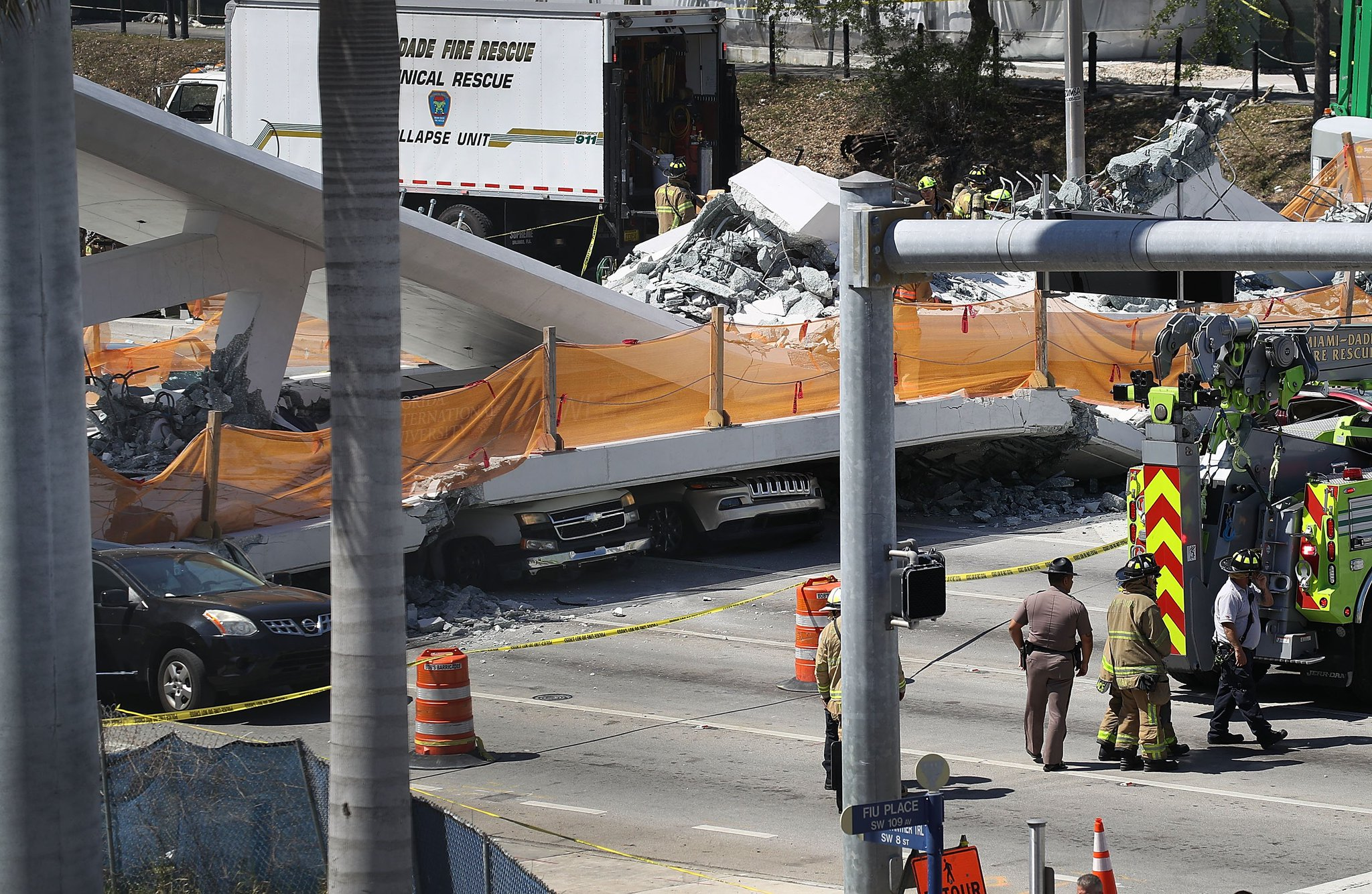 @nbc6 Photo shows vehicles crushed under collapsed pedestrian bridge in Miami. https://t.co/XO1ONcRrdK https://t.co/eErH5TbH55