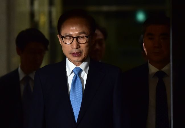 Another former South Korean president on the way to the slammer? Former President Lee Myung-bak admitted to receiving $100,000 from the state spy agency while in office. https://t.co/N3V82Mn1yj