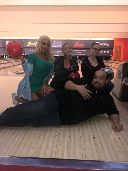 I'd say Marcos is one lucky man🤣 bowling beauties @ChristyMack #GirthBrooks https://t.co/N3Eq3fCpea