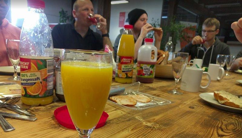 Task heute früh bei uns: O-Saft, Kaffee und Semmeln #breakfast https://t.co/yVRLhcdAKp