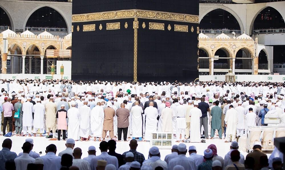 إمام وخطيب المسجد الحرام: رعاية كبار الس...