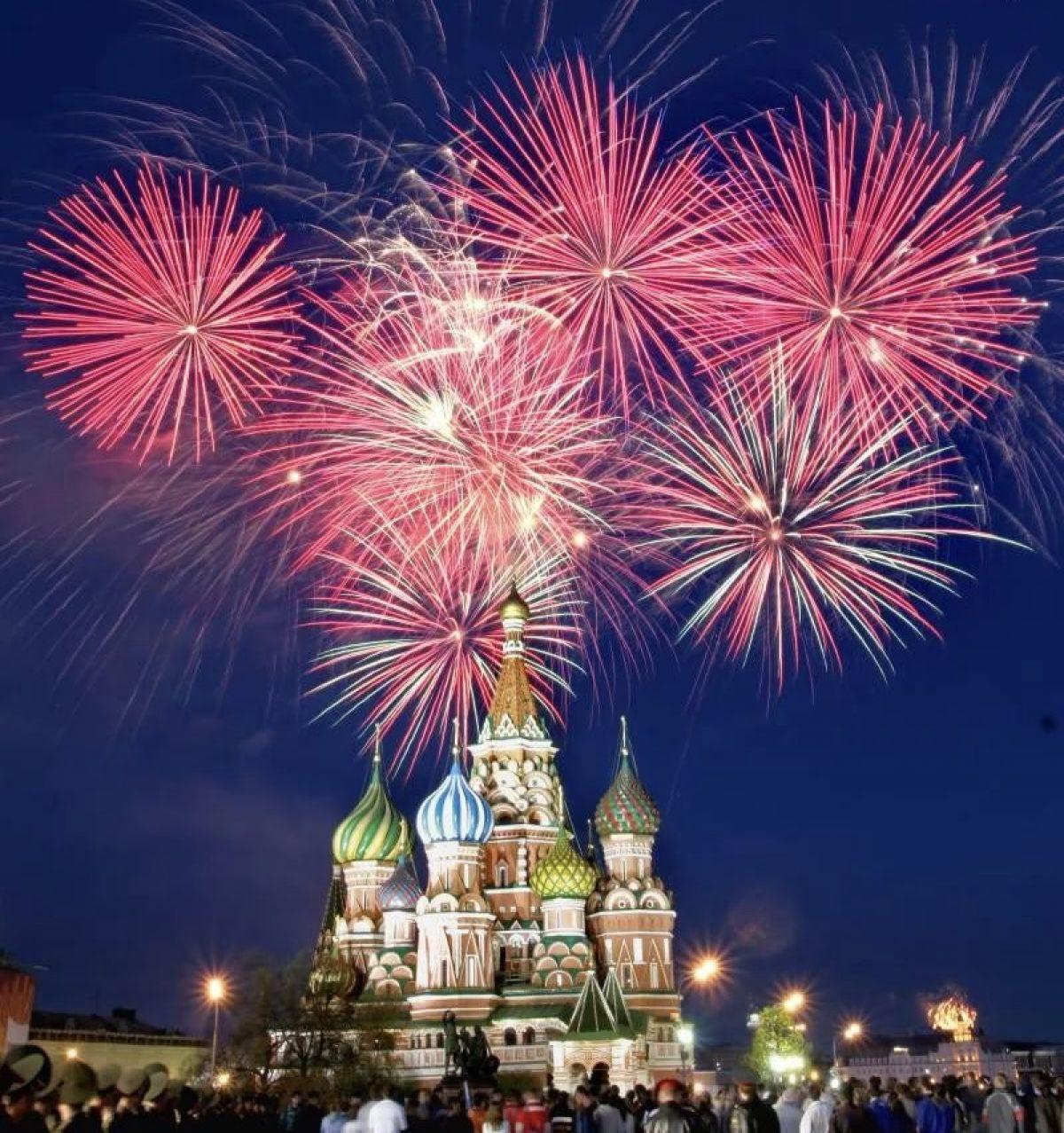 Букетом, картинки праздничный салют на 9 мая