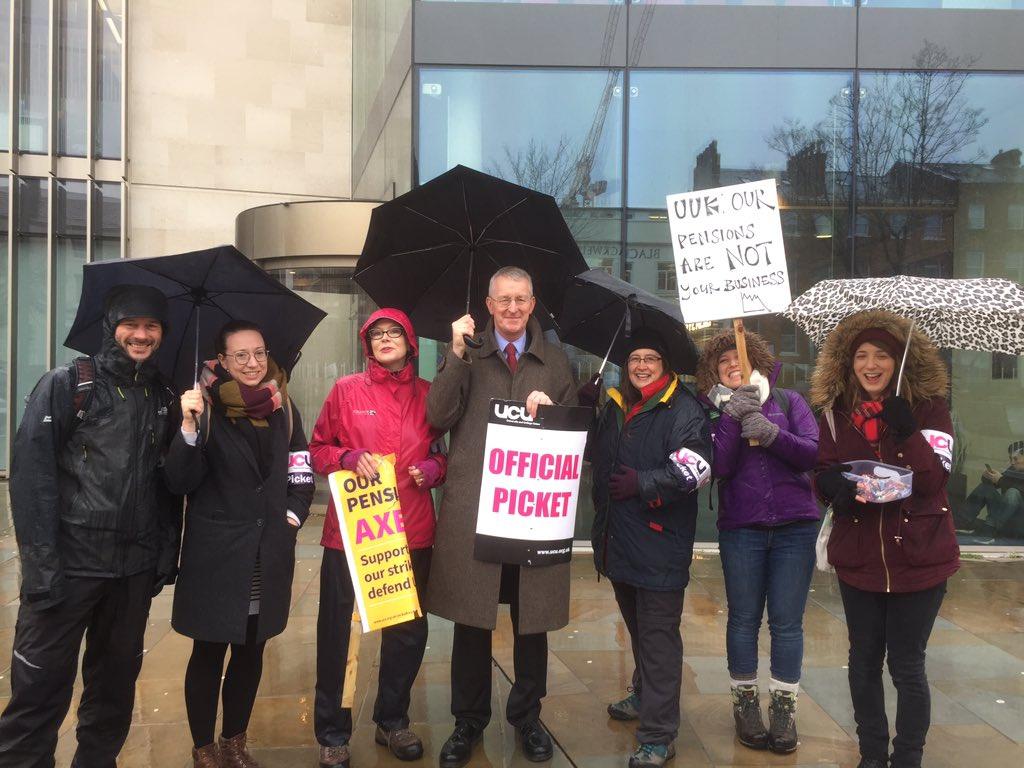 @heliotropia @leedsucu On the picket line at Leeds University this morning. Terrific spirit and solidarity despite the rain! Keep going for a fair deal. @leedsucu #USSstrike