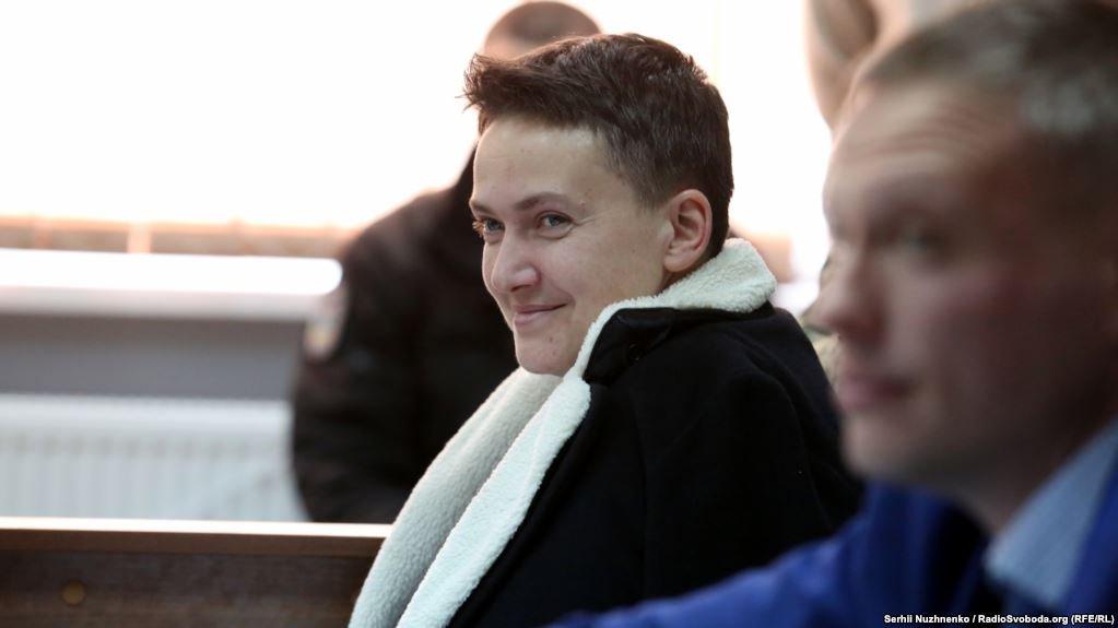 Многие СМИ еще во время оглашения судебного постановления поспешили сообщить, что Надежду Савченко освободили из-под стражи в зале суда. На самом же деле ее отправили под арест. Что же произошло? https://t.co/PI25I9rb2m