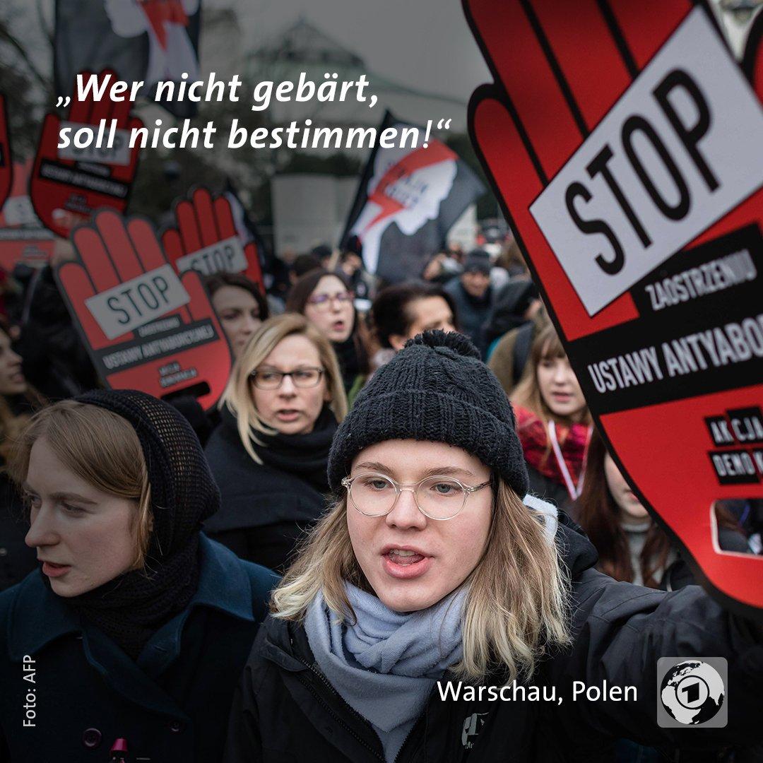 Zehntausende gingen in Polen auf die Straße um gegen eine Verschärfung des Abtreibungsrechts zu demonstrieren.