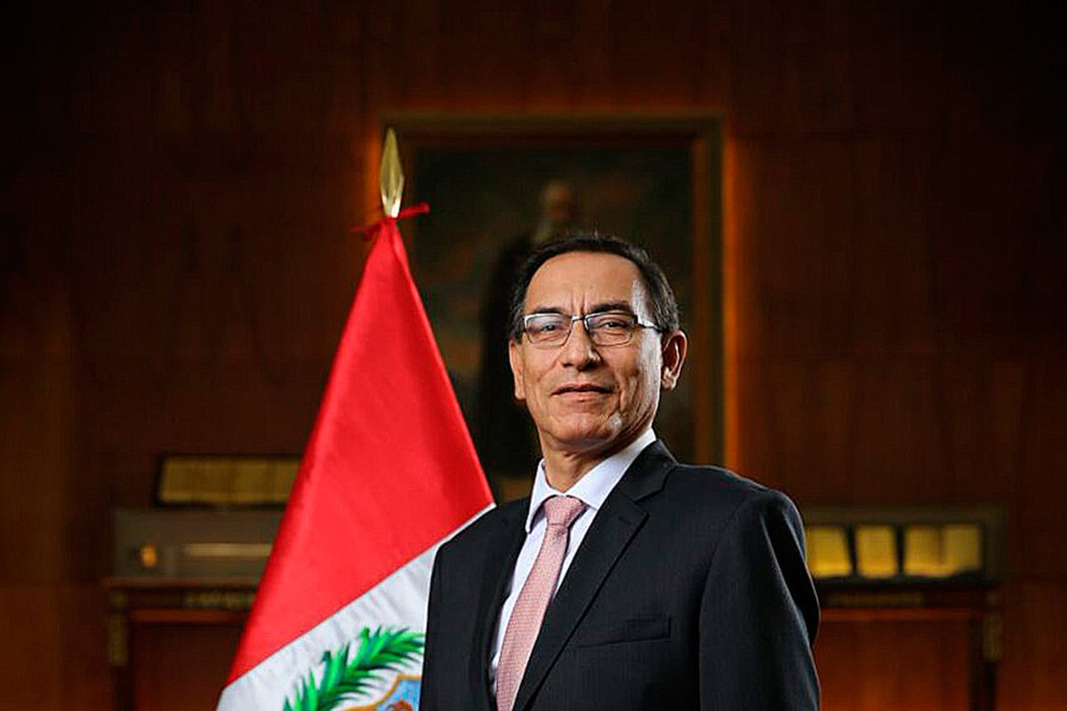 Martín Vizcarra jura como nuevo presiden...